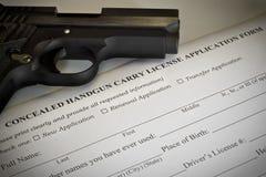 Kryjący pistolecika pozwolenia zastosowanie obraz stock