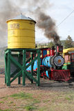 Krymplingliten vik och Victor Narrow Gauge Railroad royaltyfri foto