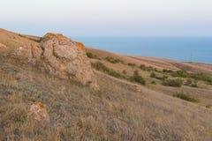 Krymscy wzgórza w tle czarny morze fotografia stock
