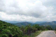 Krymski półwysep Zielone góry Ukraina Naturalni krajobrazy przy stopą Krymskie góry na początku lata obraz stock
