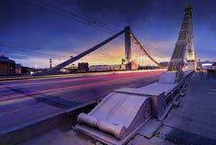 Krymsky bro till och med Moscow-floden royaltyfri foto