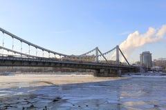 Krymskybrug in Moskou in de winter stock foto