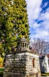Krypta i monteringshoppkyrkogård Royaltyfri Bild