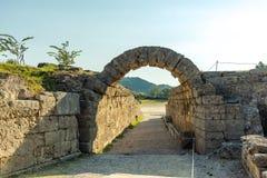 Krypte -- вход к stadion, старая Олимпия, Греция стоковые изображения