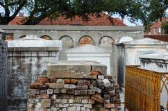 Kryptor i den New Orleans kyrkogården Arkivfoto