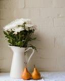 Krysantemum och päron Royaltyfria Foton
