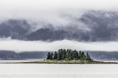 Kryssa omkring drottningen Charlotte Islands Royaltyfria Bilder