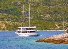 Kryssa omkring längs Dalmatian kust Arkivfoton