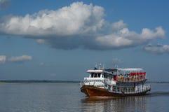 Kryssa omkring på den Irrawaddy floden myanmar royaltyfri fotografi