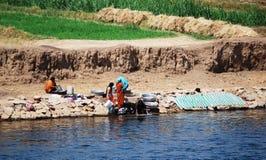 Kryssa omkring på Nile River, bygden, sydliga Egypten royaltyfri fotografi