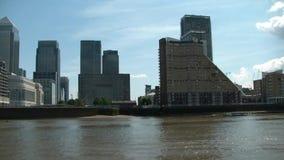 Kryssa omkring på Thames River, london, överskrift till greenwich lager videofilmer