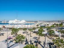 Kryssa omkring skeppskeppsdockan på Marseille port Royaltyfri Fotografi