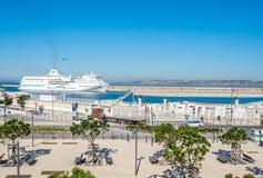 Kryssa omkring skeppskeppsdockan på Marseille port Royaltyfri Bild