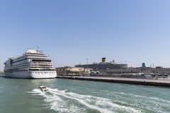 Kryssare i Venedig royaltyfri bild