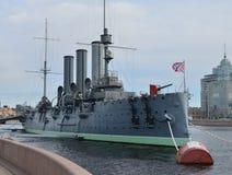 Kryssaremorgonrodnaden i St Petersburg royaltyfri foto
