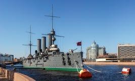 Kryssaremorgonrodnaden, St Petersburg Arkivfoto