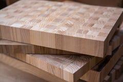 Kryssfaner för bransch och konstruktion Kryssfanerdelar Kryssfanerklipp för bruk som textur eller bakgrund Kryssfanerbräden royaltyfria foton