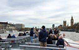 Kryssning för London flodThemsen, UK Royaltyfria Foton