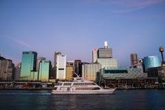 SYDNEY NSW/AUSTRALIA-MARCH 20: Kryssning i bedårande habour. royaltyfri fotografi