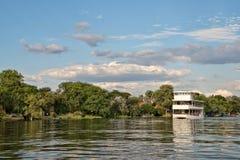 Kryssning på floden Zambeze Royaltyfria Foton