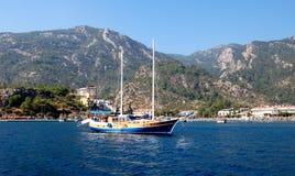 Kryssning på schooner i Turkiet Royaltyfri Bild