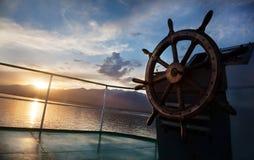Kryssning på solnedgången Arkivbilder