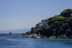Kryssning till ön av Skiathos, Grekland royaltyfria foton