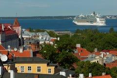 Kryssningeyeliner avgår från Tallinn, Estland Arkivbilder