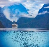 Kryssningeyeliner på Hardanger fjorden arkivbild