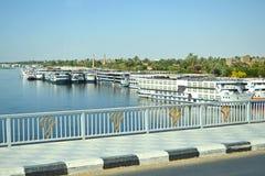 Kryssningeyeliner på Nile River arkivbilder
