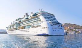 Kryssningfartyg i det Aegan havet Royaltyfria Foton