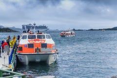 Kryssninglivräddningsbåt som seglar Atlanticet Ocean Arkivbild