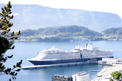 KryssningShip i Alesund Norge Arkivbild
