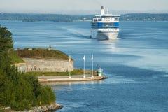 Kryssningship i det baltiska havet Royaltyfria Bilder