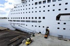 KryssningShip på port Royaltyfri Foto
