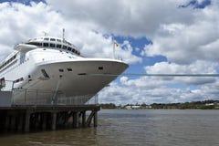 KryssningShip på port Arkivfoto