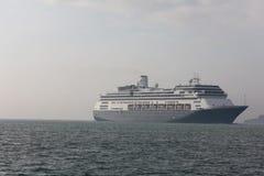 Kryssningship som korsar hav Royaltyfria Bilder