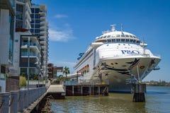 Kryssningskepp i Brisbane, Australien Arkivfoto