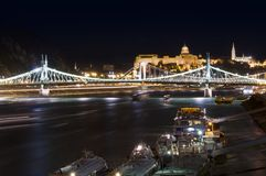 Kryssningskepp i den Budapest staden, Ungern Arkivfoto