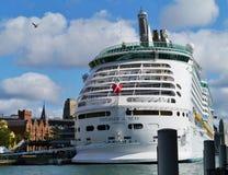 Kryssningskepp i den Sydney hamnen royaltyfri fotografi