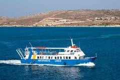 Kryssningskepp i det Aegean havet, Grekland Royaltyfri Bild