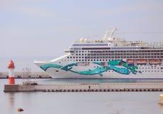Kryssningskepp i hamn av Sochi Royaltyfri Foto