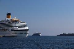 Kryssningskepp i hamn på Kristiansand i Norge royaltyfri foto