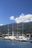 Kryssningskepp i hamnen, Pape'ete, Tahiti, franska Polynesien Fotografering för Bildbyråer