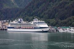 Kryssningskepp i Juneau Royaltyfria Foton