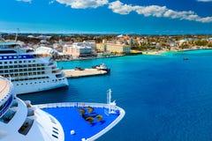 Kryssningskepp i Nassau Bahamas Arkivbilder