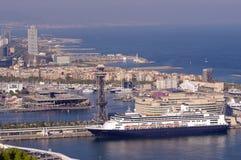 Kryssningskepp i port av Barcelona, Spanien Arkivbilder