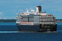 Kryssningskepp i port av Tallinn, Estland Royaltyfria Bilder