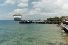 Kryssningskepp i porten av Cozumel Arkivbilder