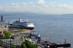 Kryssningskepp i Quebec City, Quebec Arkivbild